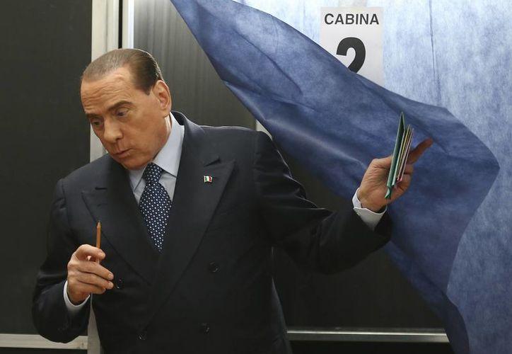El exprimer ministro Silvio Berlusconi aparece en el segundo lugar de las preferencias al concluir la jornada electoral. (Agencias)