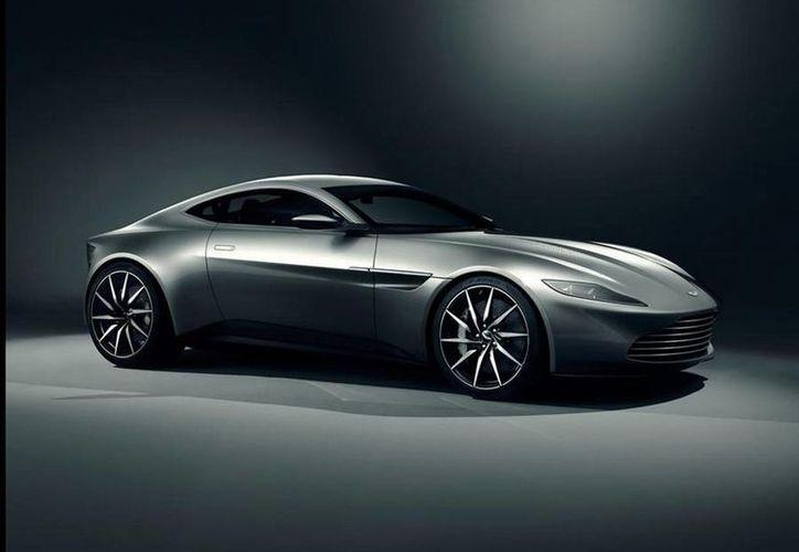 Aston Martin dio a conocer que solo se producirán 10 unidades del DB10. (twitter.com/astonmartin)
