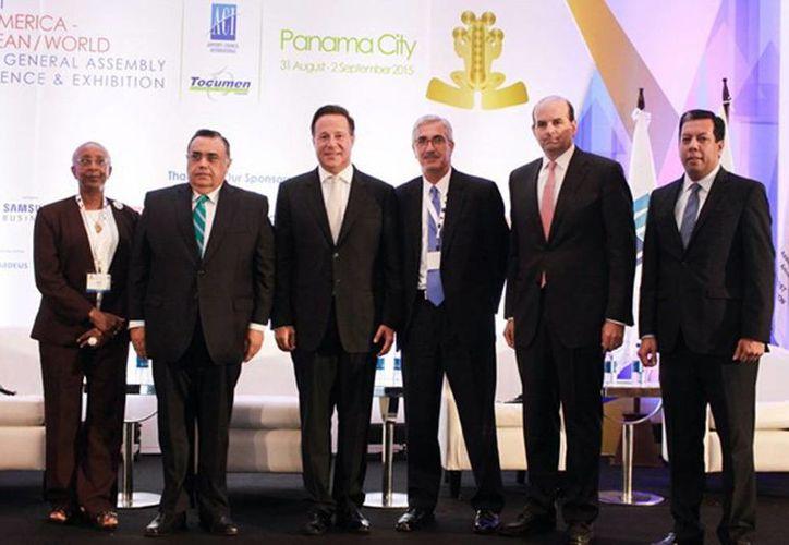 El presidente de Panamá encabezó la reunión de la la XXV Asamblea General, Conferencia y Exhibición ACI- LAC y World 2015. Imagen de los miembros del Consejo Internacional de Aeropuertos. (Milenio Novedades)