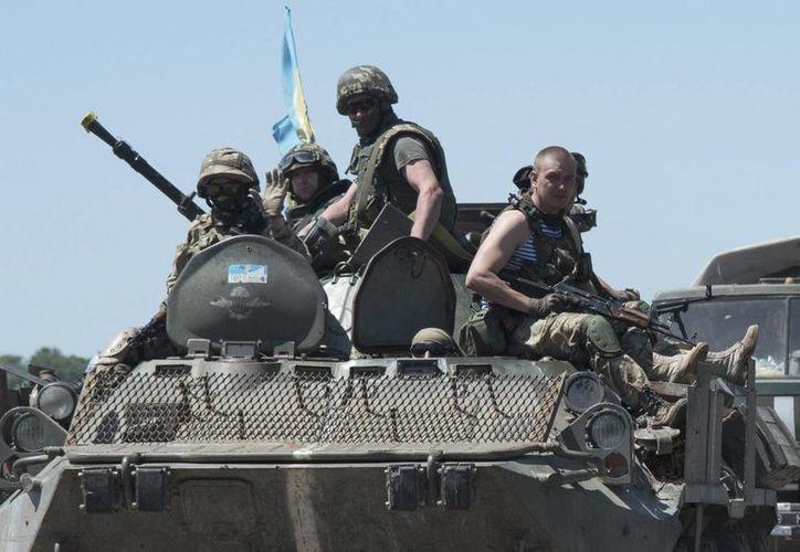 La Defensa de Ucrania asegura que las posiciones de sus fuerzas han sido atacadas en más de dos mil ocasiones. (Archivo/EFE)