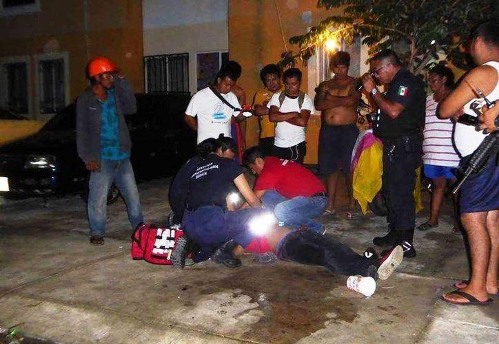 Un hombre intentó ingresar a una vivienda del fraccionamiento Villas del Sol, por lo que vecinos lo detuvieron. (Foto: Redacción/SIPSE)