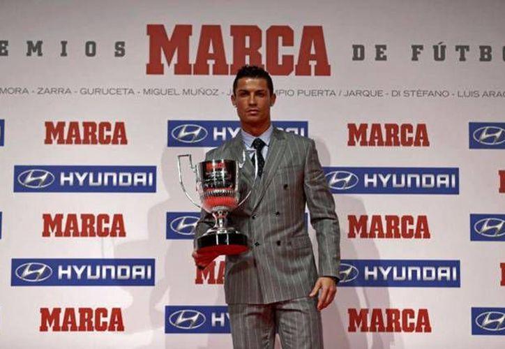 Cristiano Ronaldo recibió su tercer Pichichi este lunes por la temporada 2014-1015 igualando el número de Lionel Messi. (Marca)
