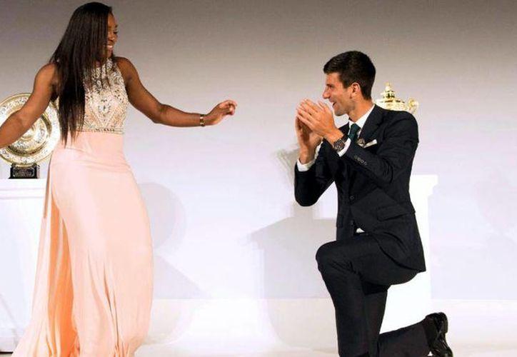 Novak Djokovic y Serena Williams fueron elegidos como los mejores tenistas de 2015 por la Federación Internacional de Tenis. El serbio y la estadounidense ganar tres títulos de Grand Slam cada uno. (AP)