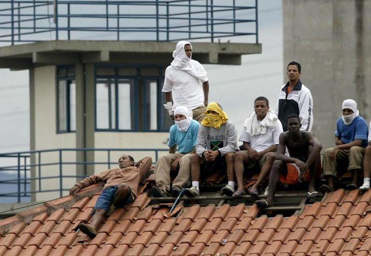 Uno de los nueve presos muertos durante el motin en la cárcel de Bahia falleció decapitado. (EFE)