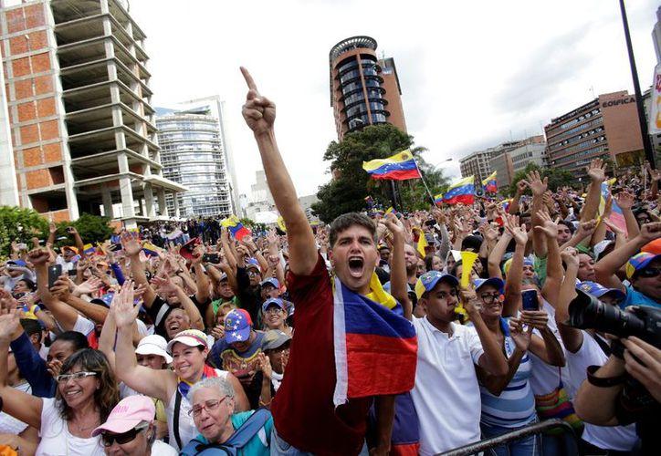 El conflicto en el que se encuentra Venezuela no ha cambiado la postura del gobierno mexicano. (Excélsior)