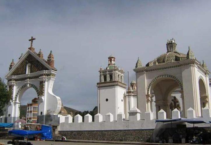 En la iglesia de Copacabana se robaron 19 joyas de oro y plata. (losviajeros.net)