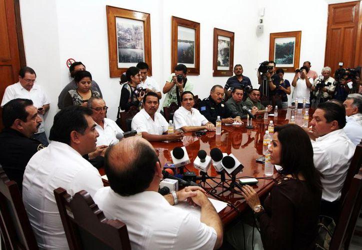 El secretario general de Gobierno, Víctor Caballero Durán (i), presidió la rueda de prensa para dar a conocer los pormenores del evento. (Milenio)