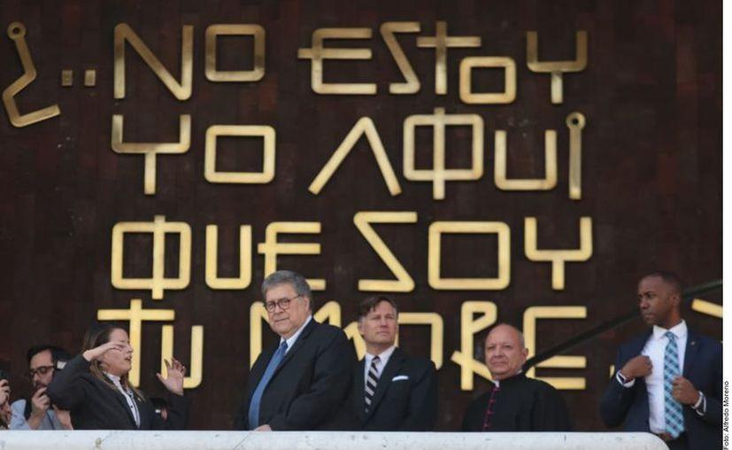 Tras la visita, el Fiscal de EU se dirigió al Aeropuerto capitalino. (Agencia Reforma)