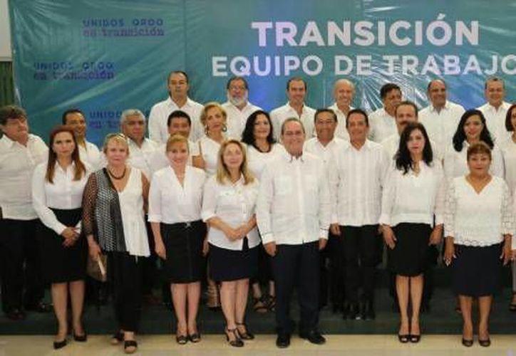 Carlos Joaquín González, durante una conferencia de prensa, presentó al equipo de transición. (Claudia Martín/SIPSE)