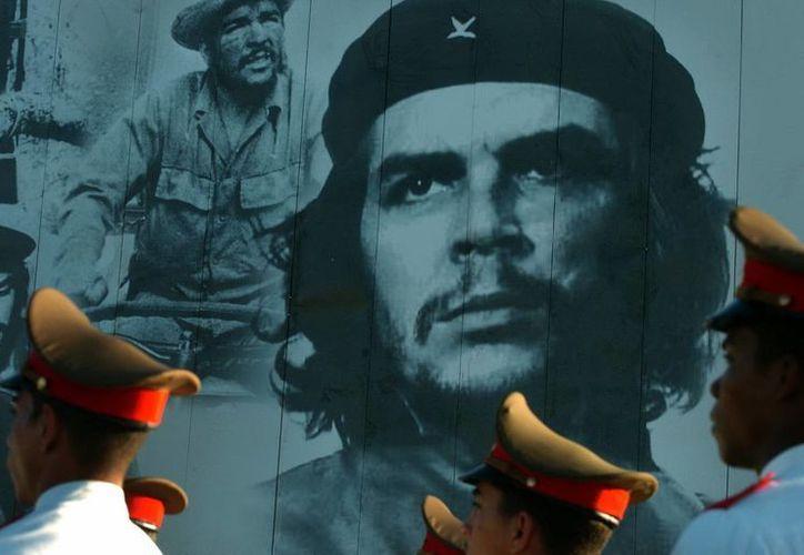 Soldados cubanos participan de un homenaje a Ernesto Che Guevara. (EFE)