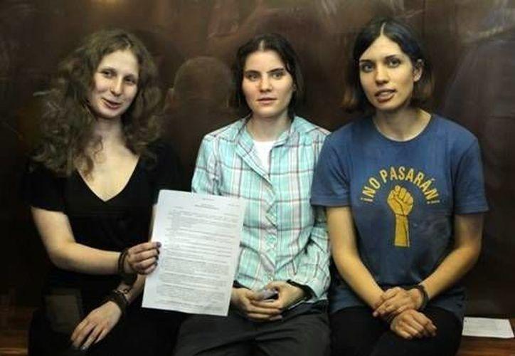 Dos de las tres miembros de Pussy Riot fueron excarceladas en diciembre del año pasado. La otra lo fue desde mucho antes . (Agencias)