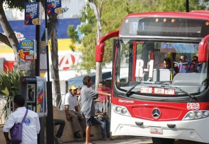 Los autobuses de Autocar y Turicun ajustaron su aumento a un peso la tarifa. (SIPSE)
