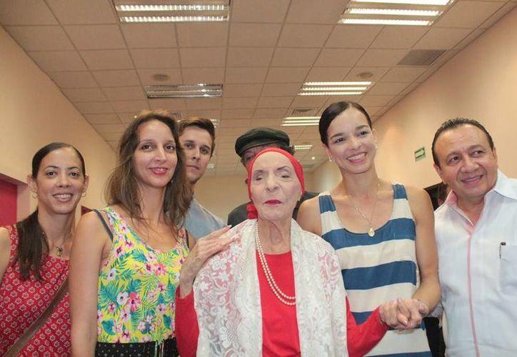 Integrantes del Ballet Nacional de Cuba presentarán el programa 'La Magia de la Danza' en la apertura del Otoño Cultural. Al centro, la prima ballerina Alicia Alonso. (SIPSE)