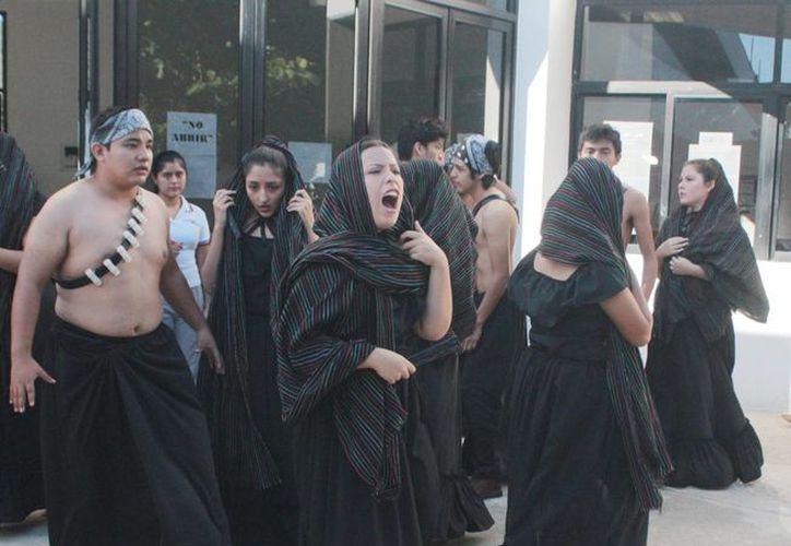 Performance en el Cedart basado en un fragmento de 'Pedro Páramo', de Juan Rulfo.