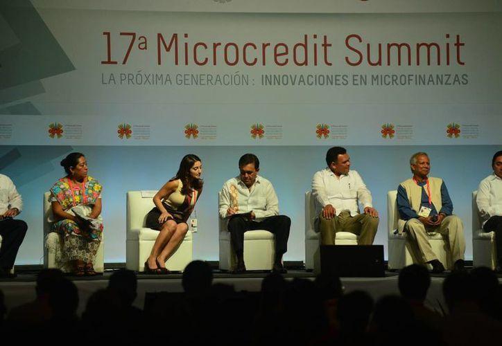 La Cumbre de Microcréditos en Mérida se celebra en el Centro de Convenciones Yucatán Siglo XXI. (Luis Pérez/SIPSE)