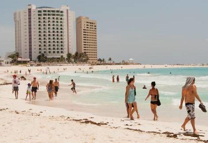El mercado nacional se colocará en estas vacaciones de verano como el principal segmento de turismo en Cancún. (Foto/Cortesía)