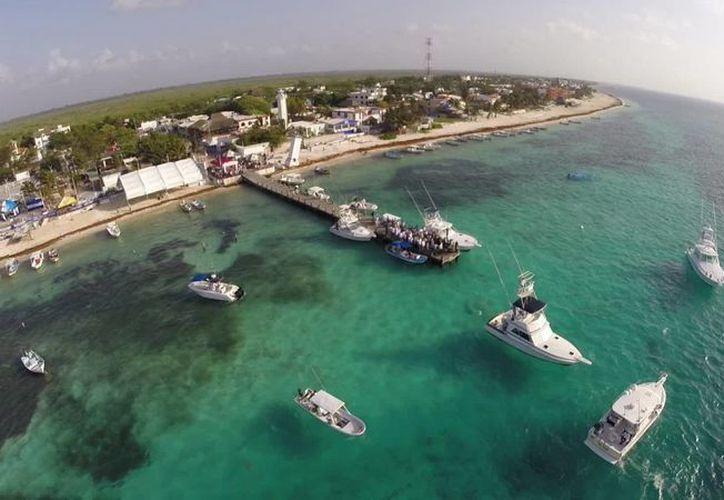Esta zona coralina, ubicada frente al delfinario del hotel, es la más conservada. (Sergio Orozco/SIPSE)