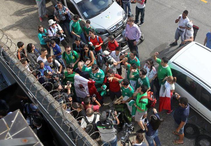 Aficionados mexicanos despiden al Tri en Santos, ciudad sede del Mundial. (Notimex/Foto de archivo)