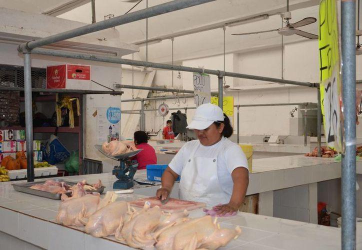En el caso de las pollerías, incumplen la Norma Oficial Mexicana 251, que habla sobre las prácticas de higiene. (Gerardo Amaro/SIPSE)