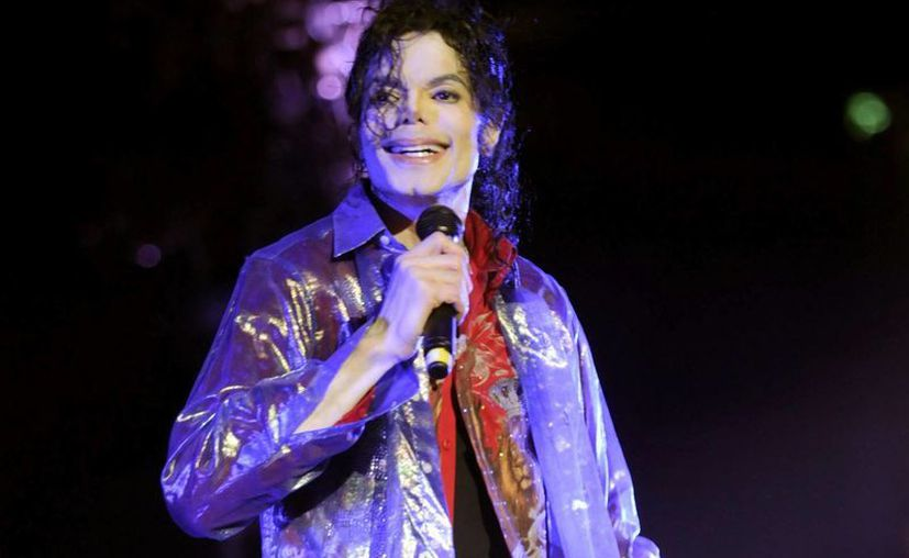El experto señala que la incapacidad de Michael Jackson para aprender nuevos pasos de baile y recordar sus canciones eran síntomas de que el cantante estaba totalmente privado del sueño. (Agencias)