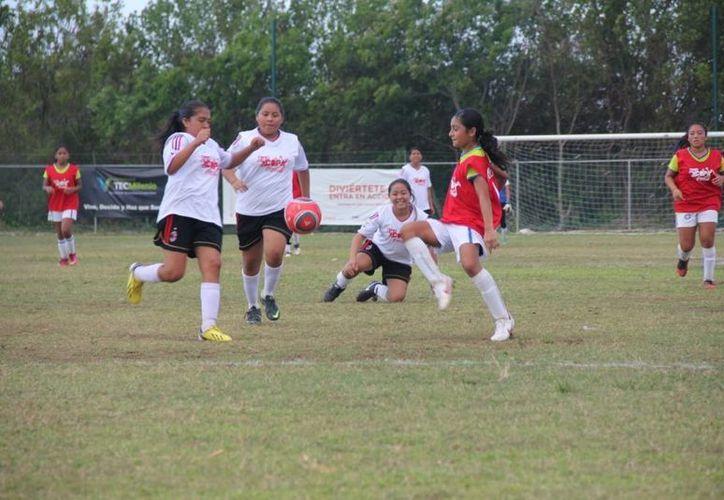 Las chicas del Colegio Valladolid, le quitaron la corona a las campeonas del 2012, Técnica 22. (Raúl Caballero/SIPSE)