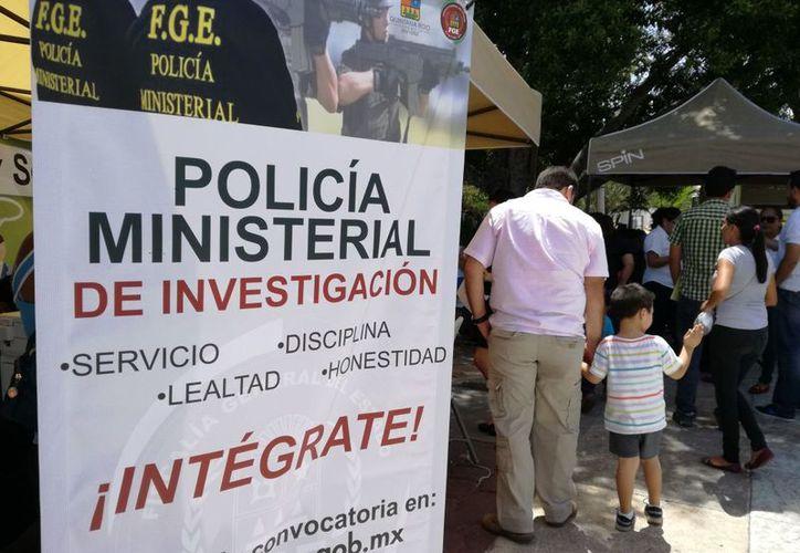 Módulo de reclutamiento instalado en la explanada del Ayuntamiento de Benito Juárez. (Eric Galindo/SIPSE)