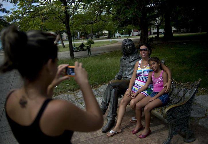 El uso de celulares en Cuba se disparó con la apertura económica que está viviendo la isla. (Agencias)