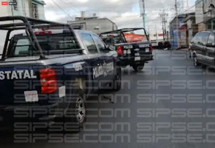 Los sicarios llegaron en una motocicleta y dispararon a las tres personas. (Foto: Captura del video)