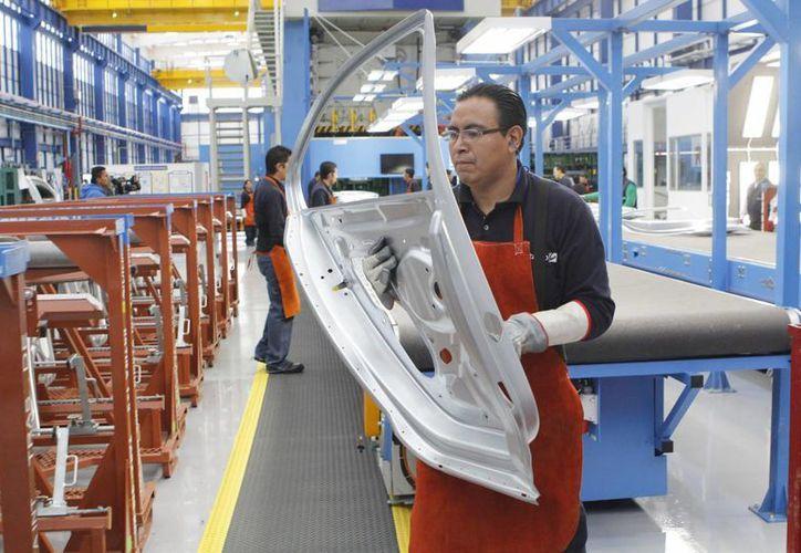 Según el Inegi los sectores que más aportaron en 2013 a la generación del Valor Agregado Bruto del país fueron las industrias manufactureras con 17.6%. (Notimex/Foto de contexto)