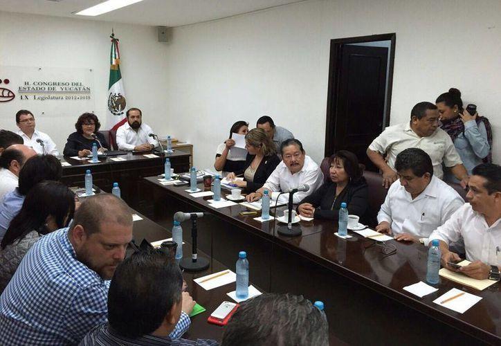 Sesión de diputados en la que compareció el secretario de Educación, Raúl Godoy Montañez. (SIPSE)