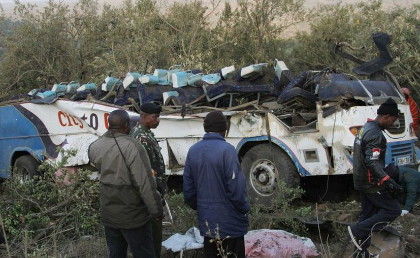 Fotos mostraron al vehículo con el techo arrancado. (Agencias)