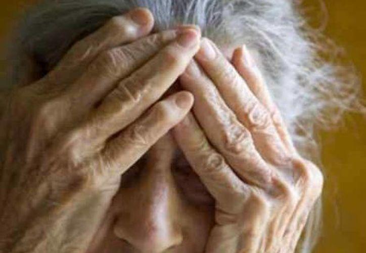 Por persona el Alzheimer representa una carga económica de aproximadamente 40 mil pesos mensuales. (Foto de Contexto/Internet)