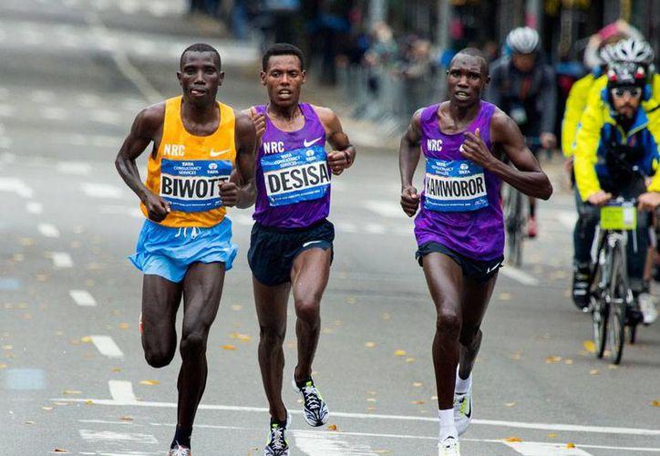 Los kenianos volvieron a demostrar su hegemonía en las carreras de fondo, esta vez en el maratón de Nueva York. (AP)