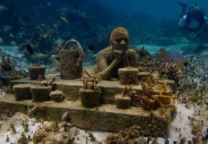 El Museo Subacuático de Arte de Cancún cuenta con más de 500 esculturas sumergidas. (Redacción)