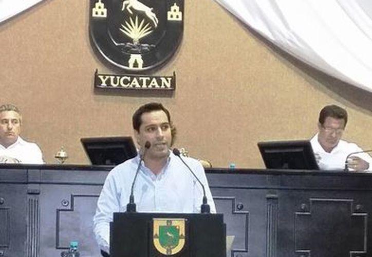 El diputado Mauricio Vila Dosal, secretario de la Comisión de Puntos Constitucionales y Gobernación, durante su participación en la sesión del martes. (Cortesía)