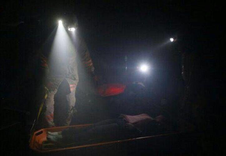 Protección Civil logró recuperar los cuerpos con ayuda de los pobladores.(Twitter.com/@pdpuebla)