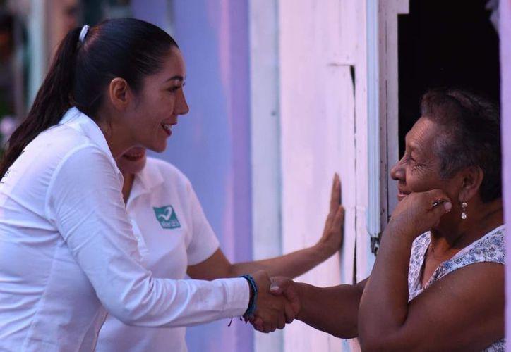 La candidata Candy Ayuso fue recibida con gran cariño en la colonia Avante. (Twitter)