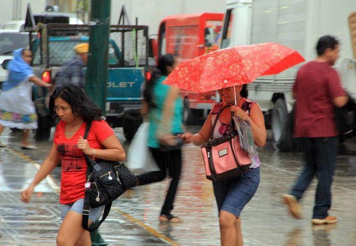Las lluvias se hicieron presentes durante la tarde del viernes en Mérida. (Wilberth Argüelles/SIPSE)