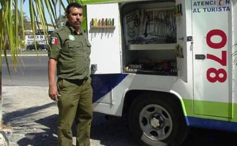 Las patrullas de los Ángeles Verdes realizan apoyo turístico a los visitantes en las temporadas de vacaciones. (Juan Palma/SIPSE)