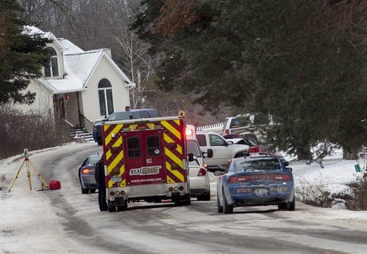 Personal de emergencia responden a la escena de un accidente. (Agencias)