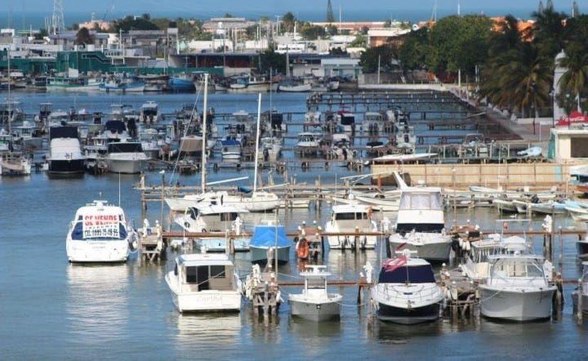 El pasado fin de semana se registró gran movimiento de embarcaciones de recreo en el puerto yucateco. (Gerardo Keb/Novedades Yucatán)