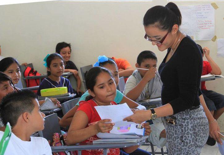 Hay maestros que decidieron esperar hasta el último día para cumplir. (Ángel Castilla/SIPSE)