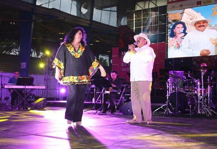 Marilú Basulto es una de las artistas yucatecas que participaron este jueves por la noche en la Semana de Yucatán en México. (SIPSE)