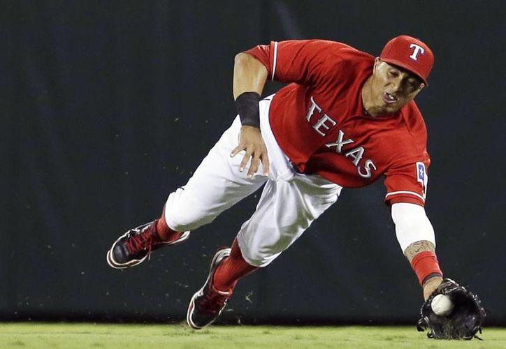 Leonys Martin debutó en las Grandes Ligas en septiembre de 2011. La campaña pasada, en 147 juegos, bateó .260, con 49 empujadas y 36 bases robadas. (Agencias)