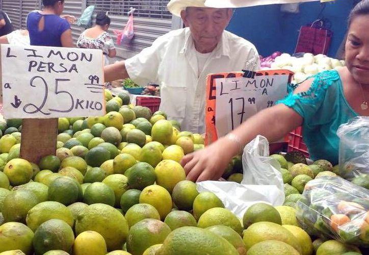 Hace apenas unos días el kilo del limón tenía un precio de hasta 47 pesos. (Milenio Novedades)