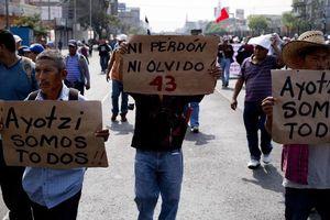 Marcha en el DF por normalistas desaparecidos