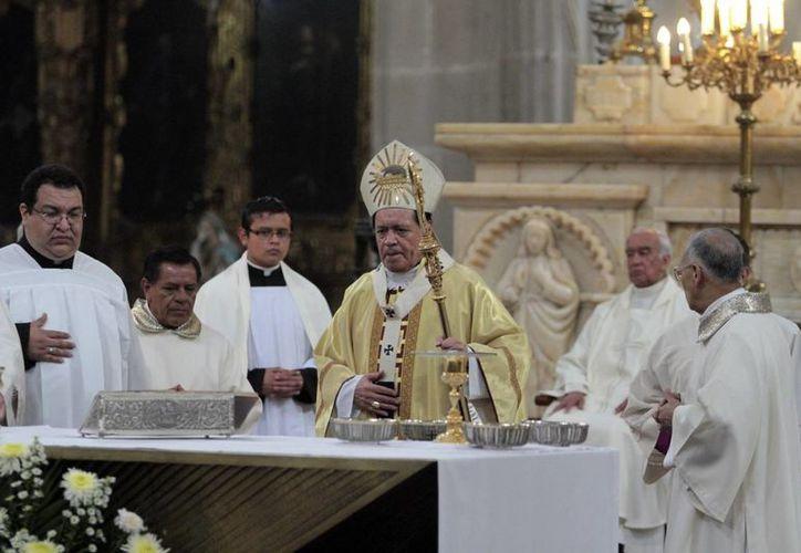 El cardenal Norberto Rivera Carrera durante la celebración religiosa este domingo en la Catedral Metropolitana. (Notimex)