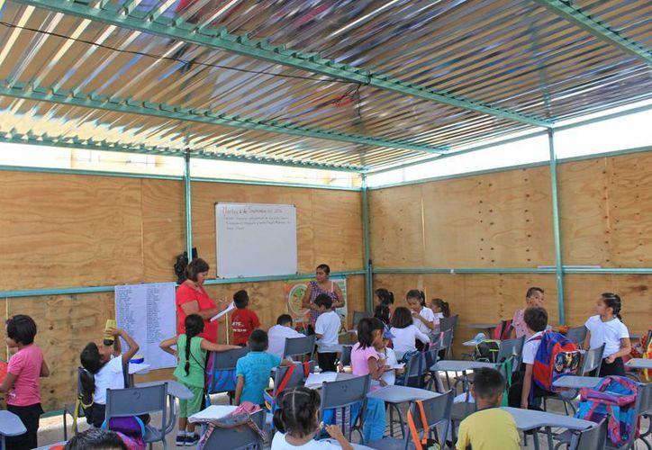Las estructuras para las nuevas aulas no fueron entregadas como se acordó con el Instituto de Infraestructura Física Educativa de Quintana Roo. (Jesús Tijerina/SIPSE)