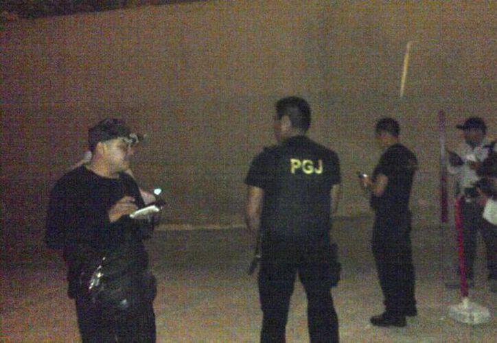 Elementos de la Policía Federal se presentaron en Playa Ballenas esta noche; atendieron el reporte de detonaciones de arma de fuego. (Redacción/SIPSE)
