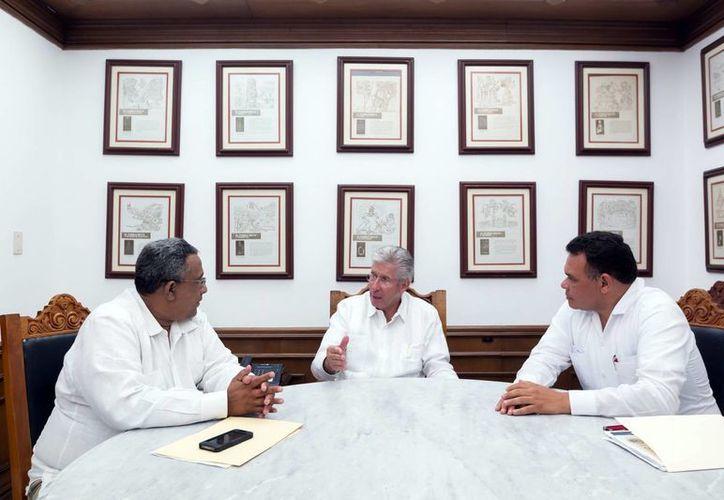 El secretario de Comunicaciones y Transportes sostuvo una reunión de trabajo con el Gobernador. (SIPSE)